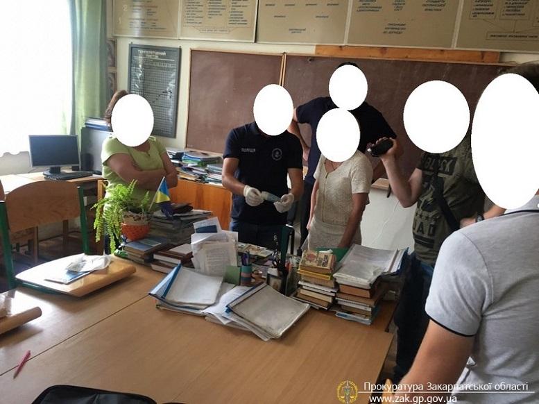 Прокуратура затримала голову комісії Міжгірського медичного коледжу при отриманні 3 тис грн неправомірної вигоди (ФОТО)