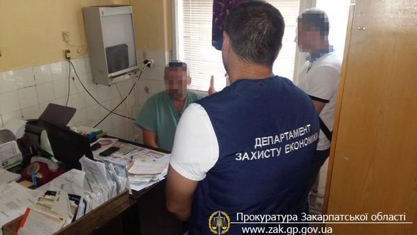 В Мукачеві затримано завідуючого травматологічним кабінетом районної лікарні, який вимагав 400 дол США