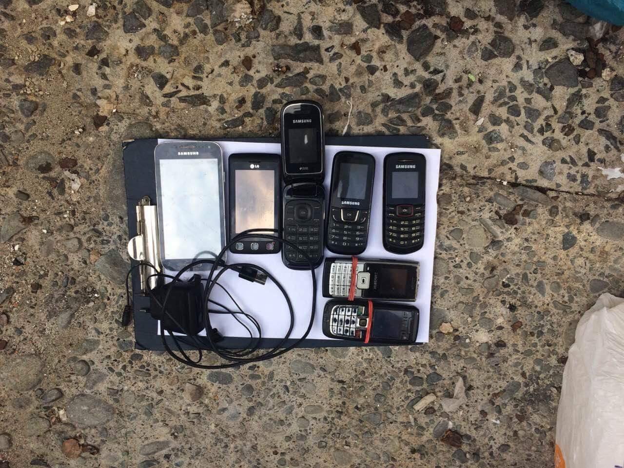 Попереджено спробу перекиду на територію ДУ «Закарпатської УВП №9» семи мобільних телефонів (фото)