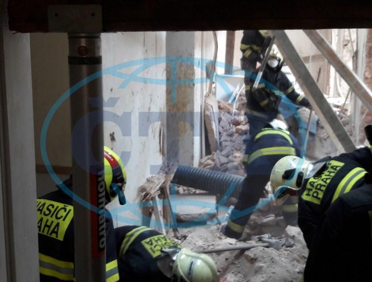 В Чехії витягнули з під завалів важкопоранених закарпатців (відео)