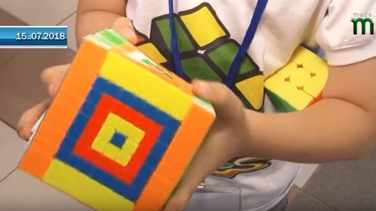 Уперше в Ужгороді пройшли Міжнародні змагання зі швидкісного збирання кубика Рубика (ВІДЕО)