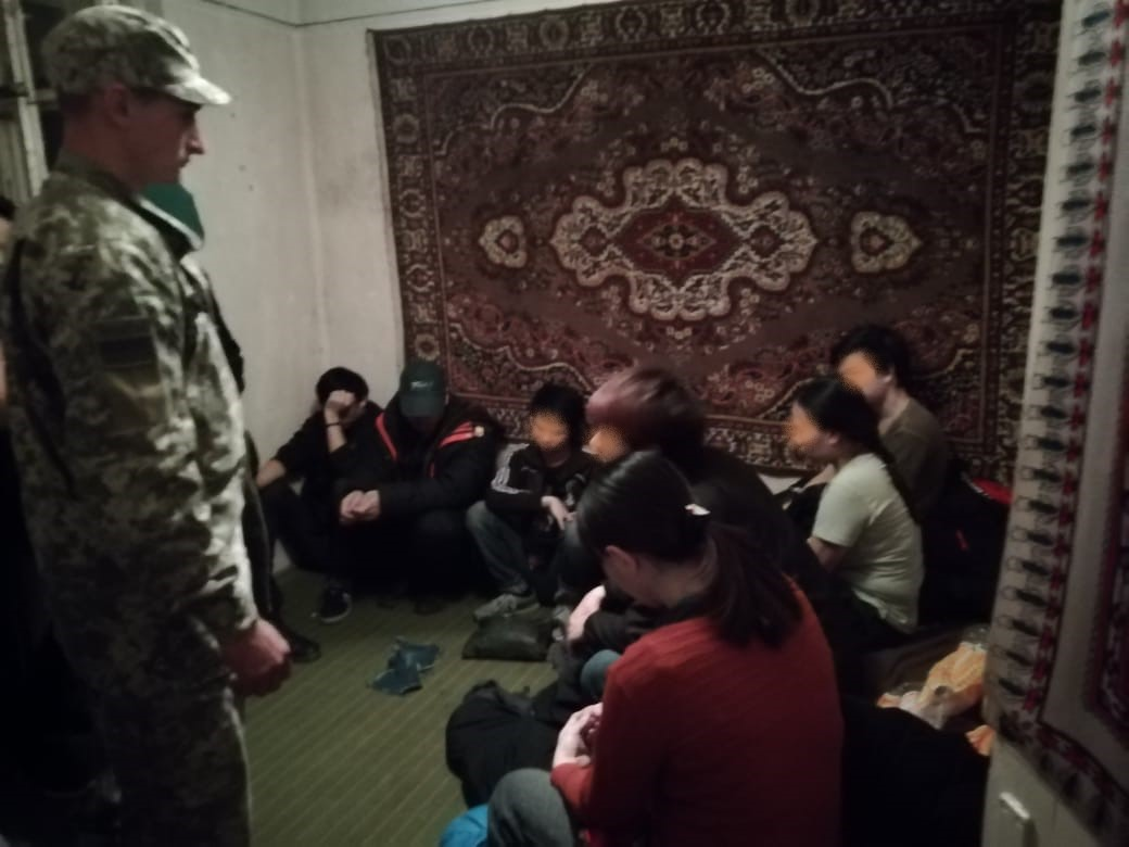 Групу нелегалів затримали прикордонники у приватному помешканні в Перечині (фото)