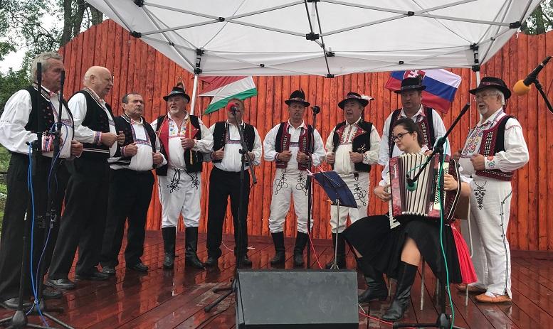 Закарпатці взяли участь у фестивалі народної культури на території Словаччини (фото, відео)