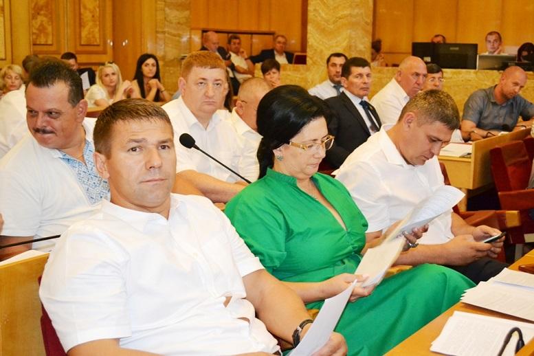На першому пленарному засіданні 12 сесії облради ухвалено 12 звернень до вищих органів державної влади