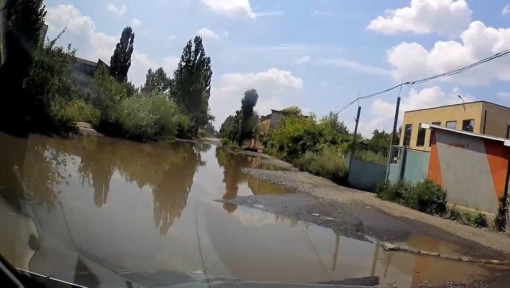 Ужгородцям не рекомендують заїзджати на небезпечну вулицю Гранітна (відео)