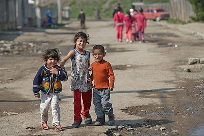 Ромські поселення на Закарпатті відвідають представники юстиції