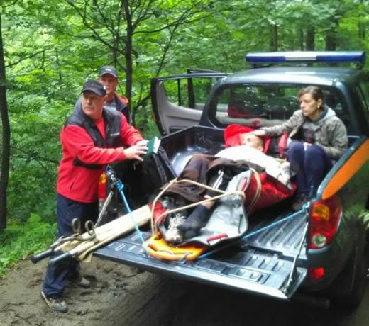 На Закарпатті врятували травмованого у горах чоловіка