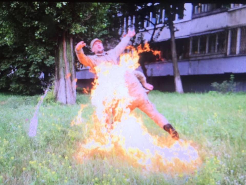 Доброволець Сергій Ульянов підпалив себе під Міністерством оборони України (відео)