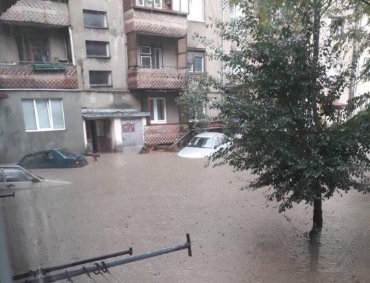 В Рахові через паводок довелося евакуювати людей