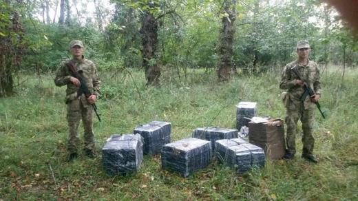 Закарпатські прикордонники запобігли черговій спробі тютюнової контрабанди