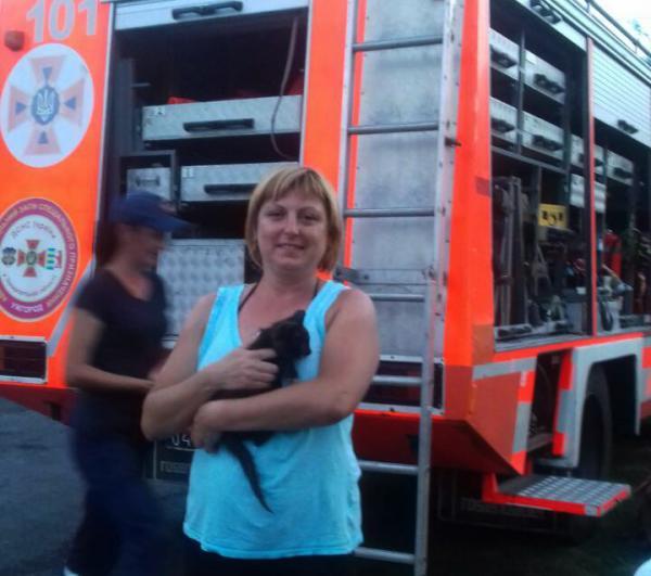 На Ужгородщині рятувальники визволили кошеня з 10-метрової криниці