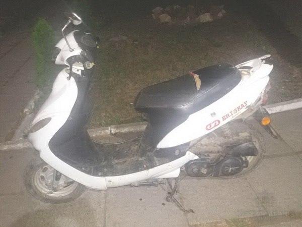 У Великому Березному 13-літній хлопець викрав чужий скутер і катався на ньому містом