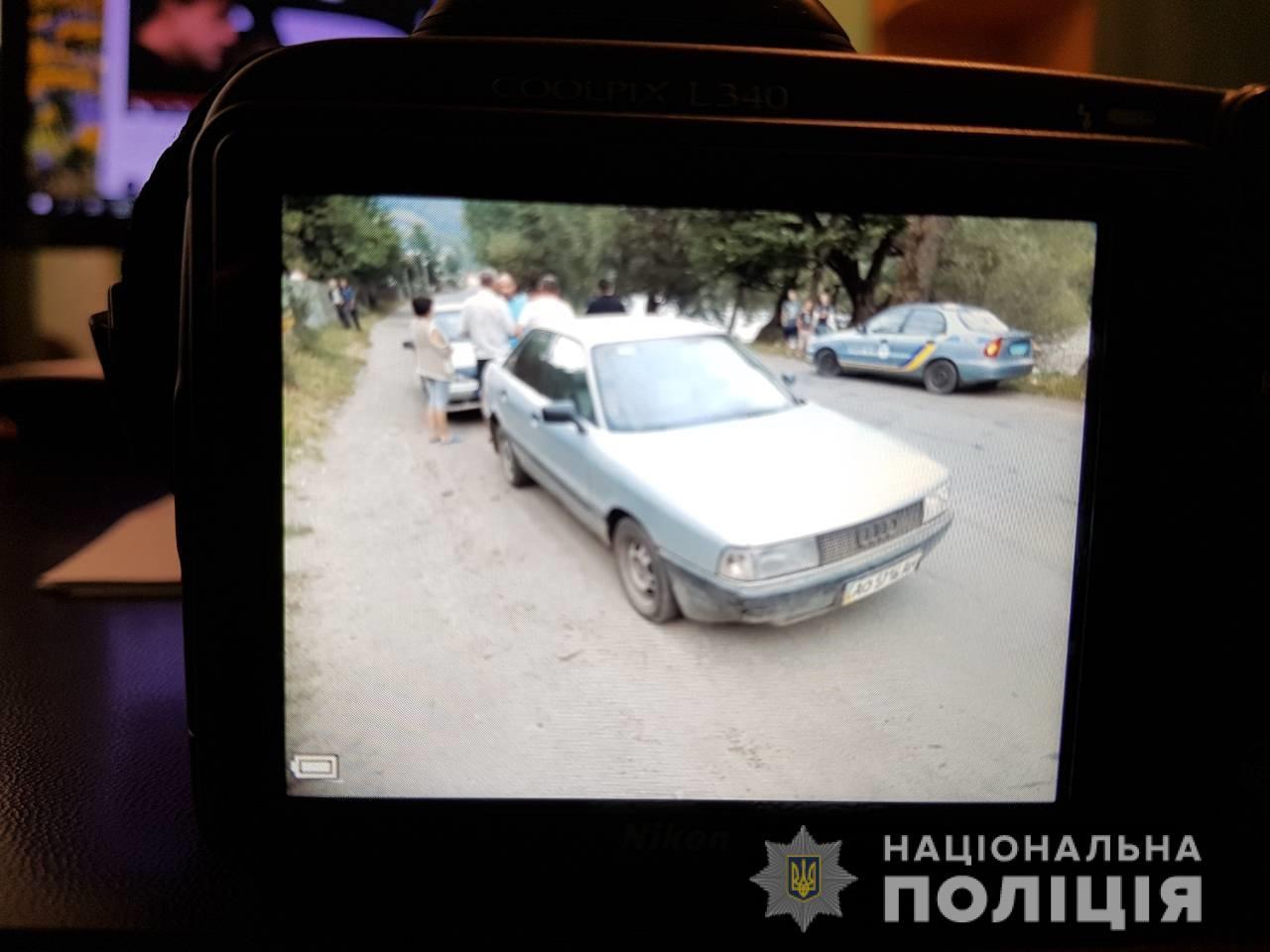 На Рахівщині затримали п'яного чоловіка, який намагався на вкраденому авто утекти від поліції