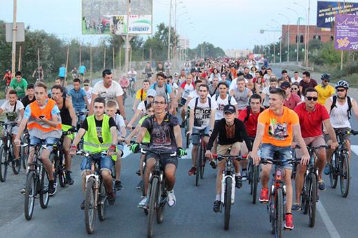 """Ужгородом """"пролетіли"""" близько півтисячі велосипедистів"""