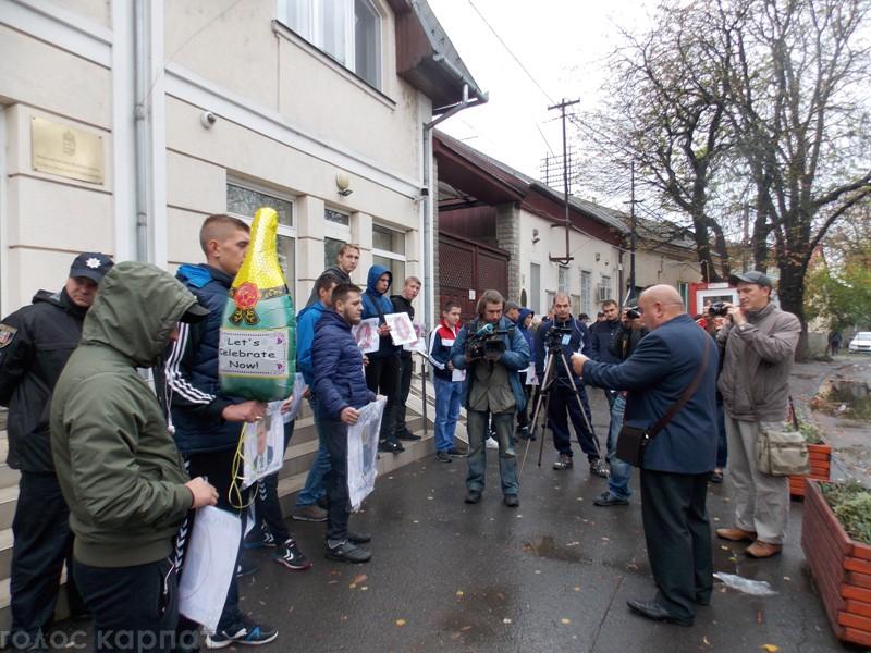 Націоналісти пікетували консульство Угорщини в Берегові (ФОТО)