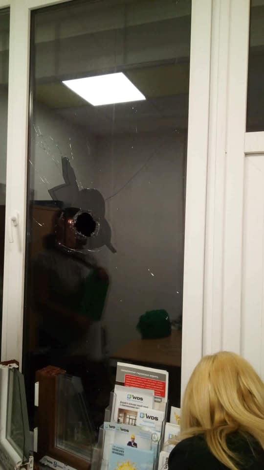 """Ужгородська поліція не реагує на п'яні дебоші біля """"Ювілейного"""" (фото)"""
