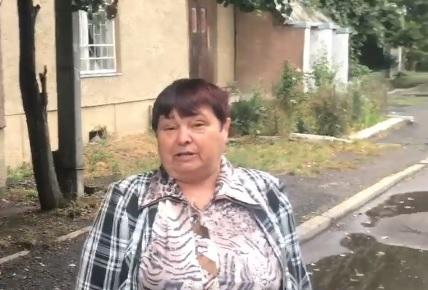 Ужгородка дала пораду з приводу розкрадання коштів на ремонтах доріг (відео)