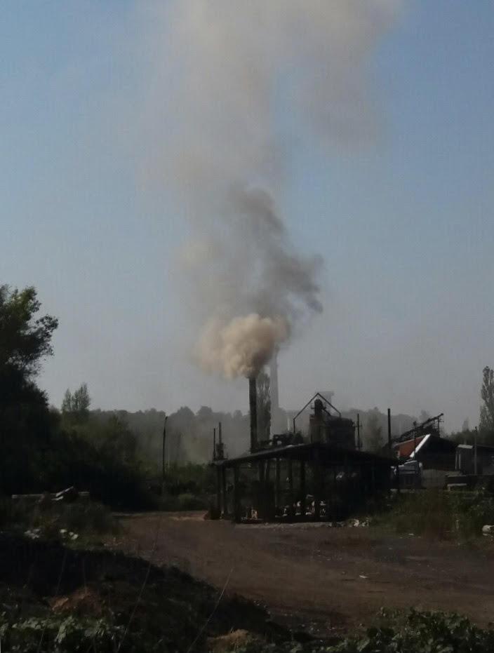 Екологічна інспекція продовжує непомічати шкідливий асфальтовий завод на території Ужгорода (фото)