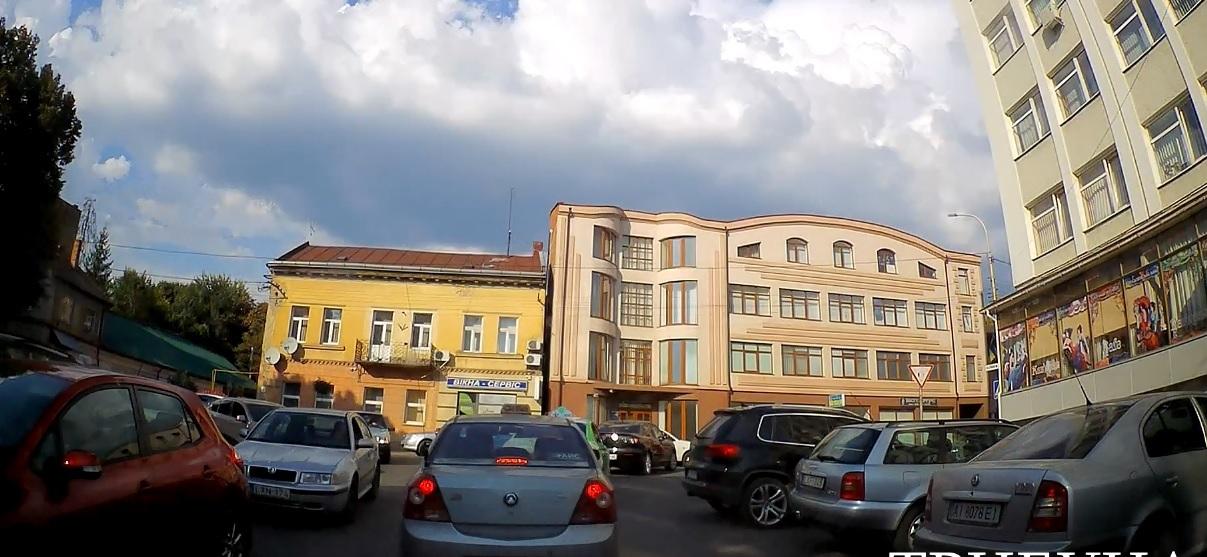 Дорожні затори паралізували рух транспорту в Ужгороді (відео)