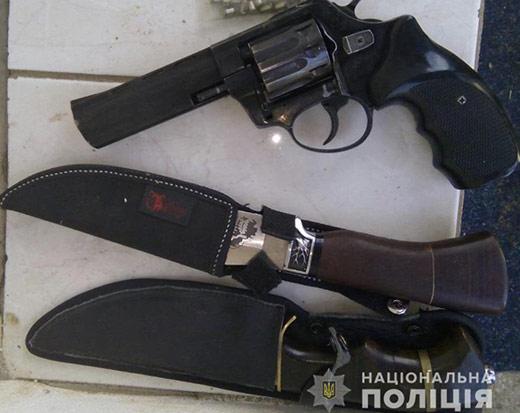 У мешканця Іршавщини вилучили вогнепальну та холодну зброю