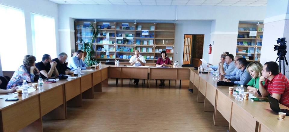 В УжНУ дискутували про виклики на західних кордонах України (фото)