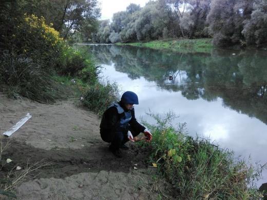 На березі Ужа виявили вибухонебезпечну знахідку (ФОТО)