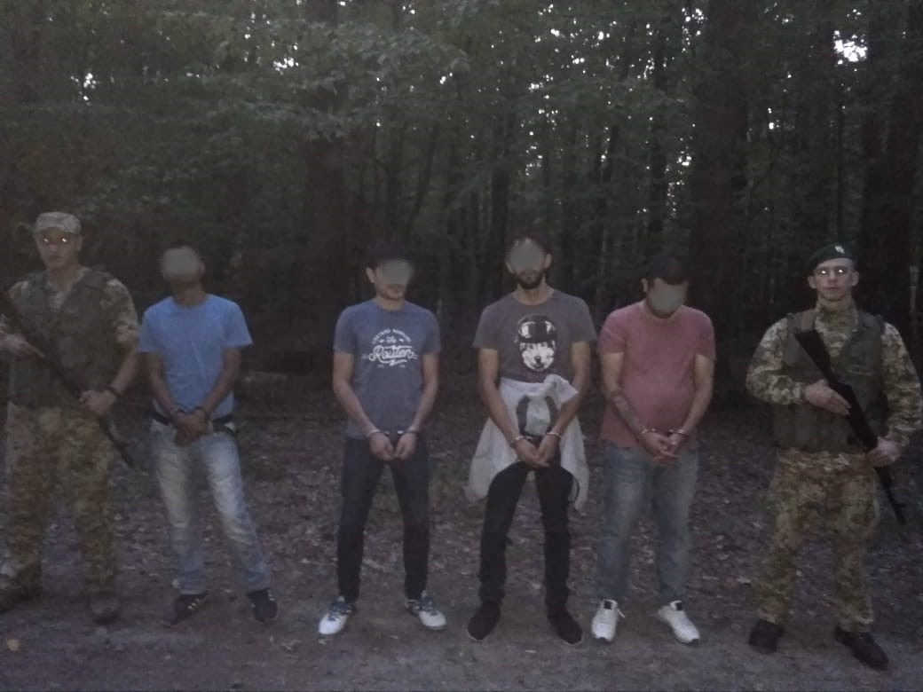 У лісі на Ужгородщині затримали нелегалів з Азербайджану та Бангладешу