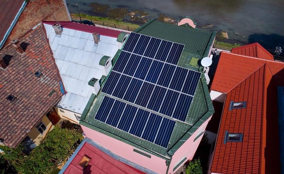 В центрі Ужгорода розмістили сонячну електростанцію (фото)