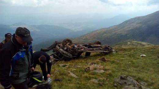 На Рахівщині машина з двома туристами зірвалася в ущелину – обоє загинули на місці
