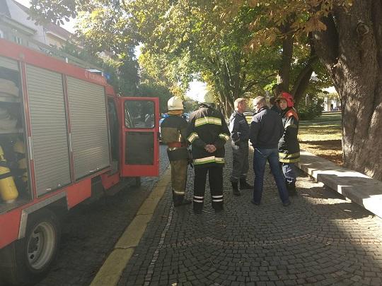 Через підозрілу сумку біля управління СБУ в Ужгороді перекрили вулицю