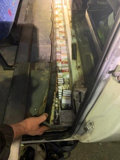 Закарпатські митники запобігли незаконному переміщенню цигарок за кордон