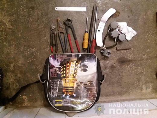 На Мукачівщині двоє злодіїв обікрали держустанову та приватну фірму