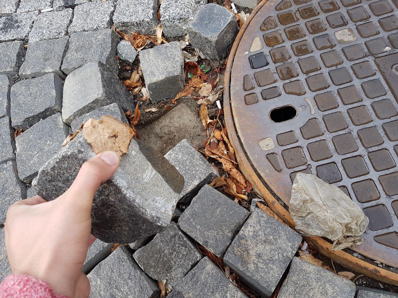 """Нещодавно відремонтована вулиця Мирного в Ужгороді стала """"жертвою"""" неякісних робіт (фото)"""