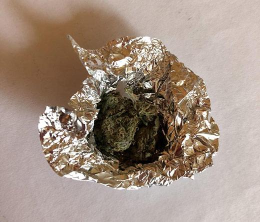 У Малому Березному поліція затримала молодика з марихуаною