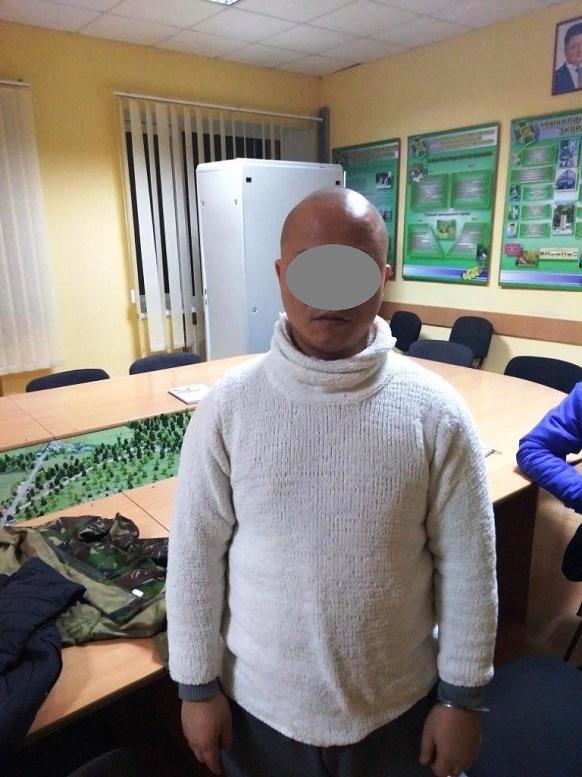На околиці Ужгорода затримали нелегала та його ймовірних переправників