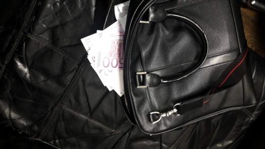Через закарпатську митницю українець намагався незаконно вивезти 25 тисяч євро
