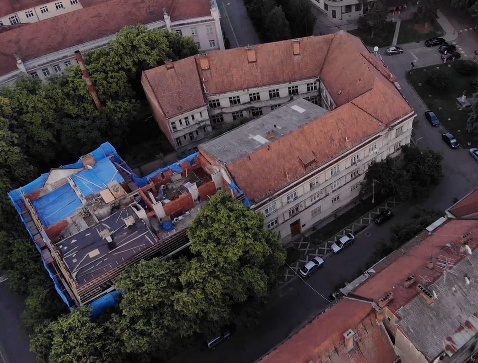 В історичній будівлі Ужгорода незаконно добудували додатковий поверх