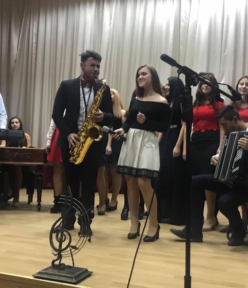 Молодь Ужгородського коледжу культури і мистецтв креативно відзначила Міжнародний день студента (фото)
