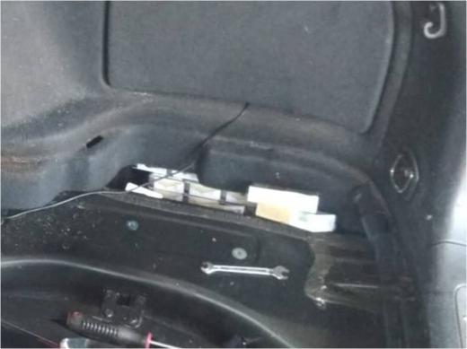 На Закарпатті іноземець залишився без автомобіля через приховані цигарки