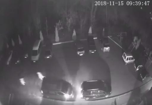 Камери відеоспостереження зафіксували злодіїв, що грабують автівки мешканців Чопа (відео)