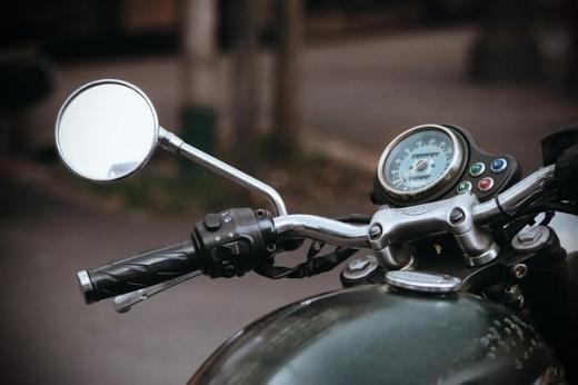 Дільничного офіцера поліції Закарпаття підозрюють у крадіжці мотоциклу зі спецмайданчика