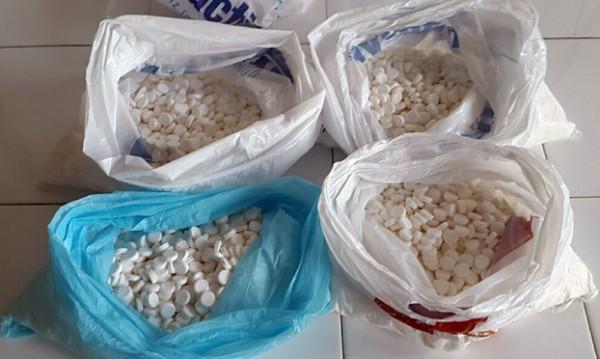 Закарпатські митники із початку року вилучили понад 49,8 тисяч таблеток і близько 7 кг прекурсорів і наркотиків
