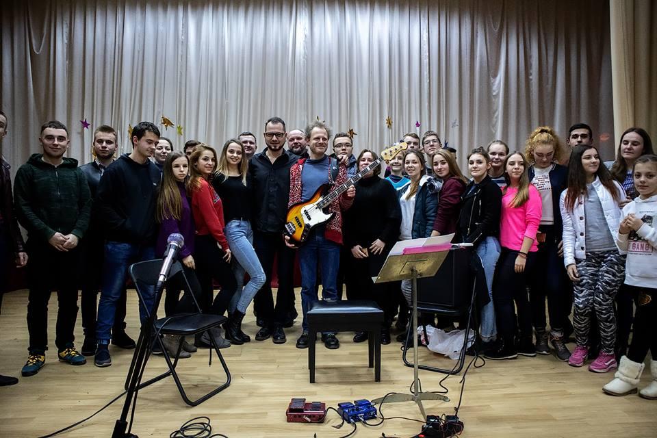Відомий бас-гітарист подарував чудовий музичний вечір Ужгородському коледжу культури і мистецтв (відео)