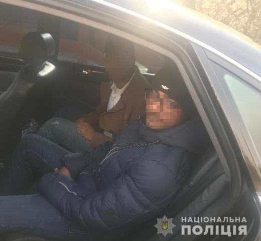 Поліція затримала на Рахівщині двох нелегалів та перевізника