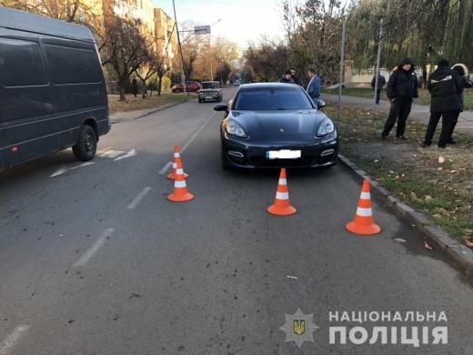 """В Ужгороді водій """"Porsche"""" збив 12-річну дівчинку"""
