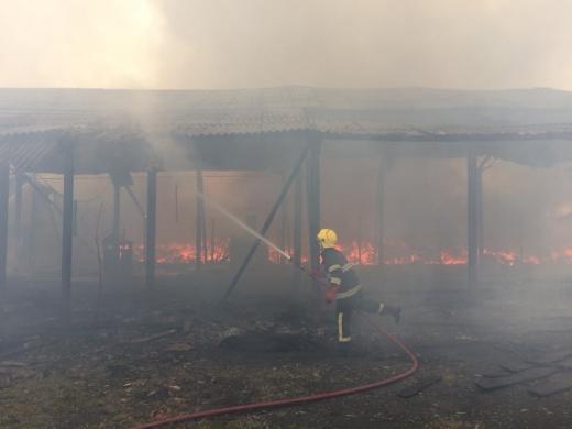 Рятувальники повідомили подробиці пожежі на складі у Виноградові