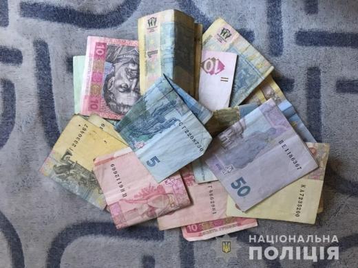 На Ужгородщині поліція затримала чоловіка під час крадіжки у продуктовому магазині