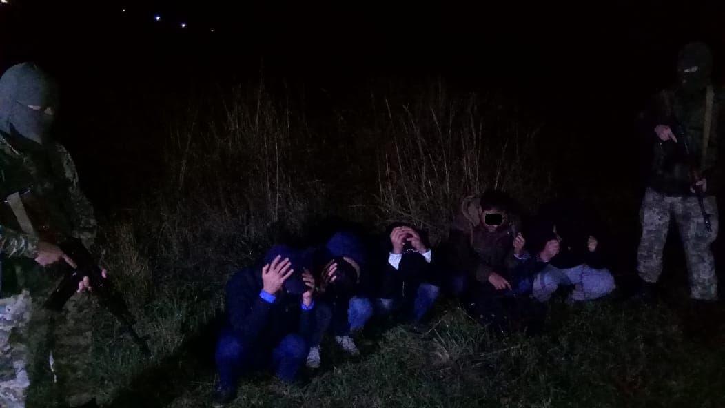 Групу нелегалів затримали прикордонники на Закарпатті (фото)