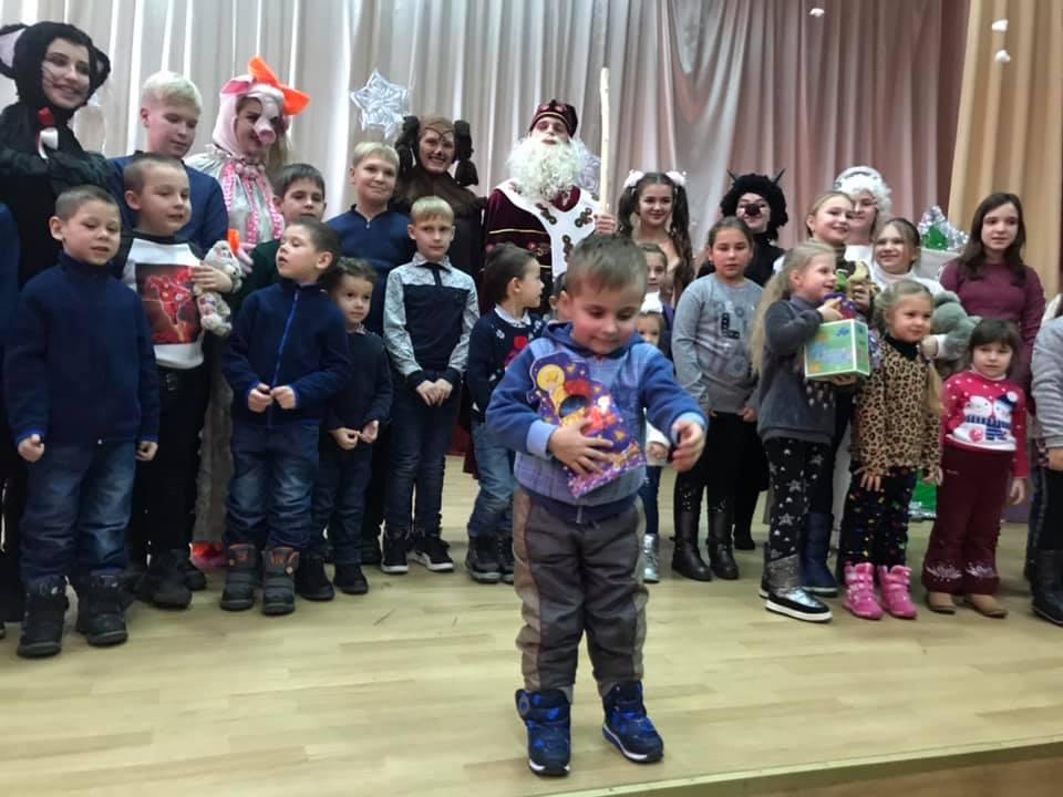 Ужгородський коледж культури і мистецтв влаштував незабутню програму для дітей атовців з нагоди Дня Миколая (фото)