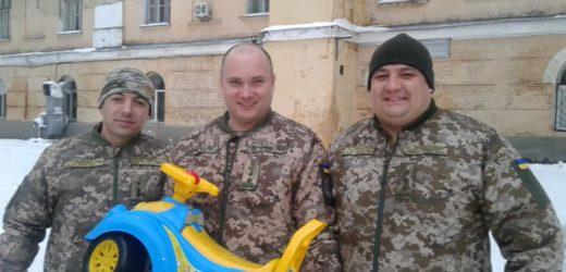 Закарпатського підполковника Миколу Журавльова відзначили незвичним подарунком (відео)
